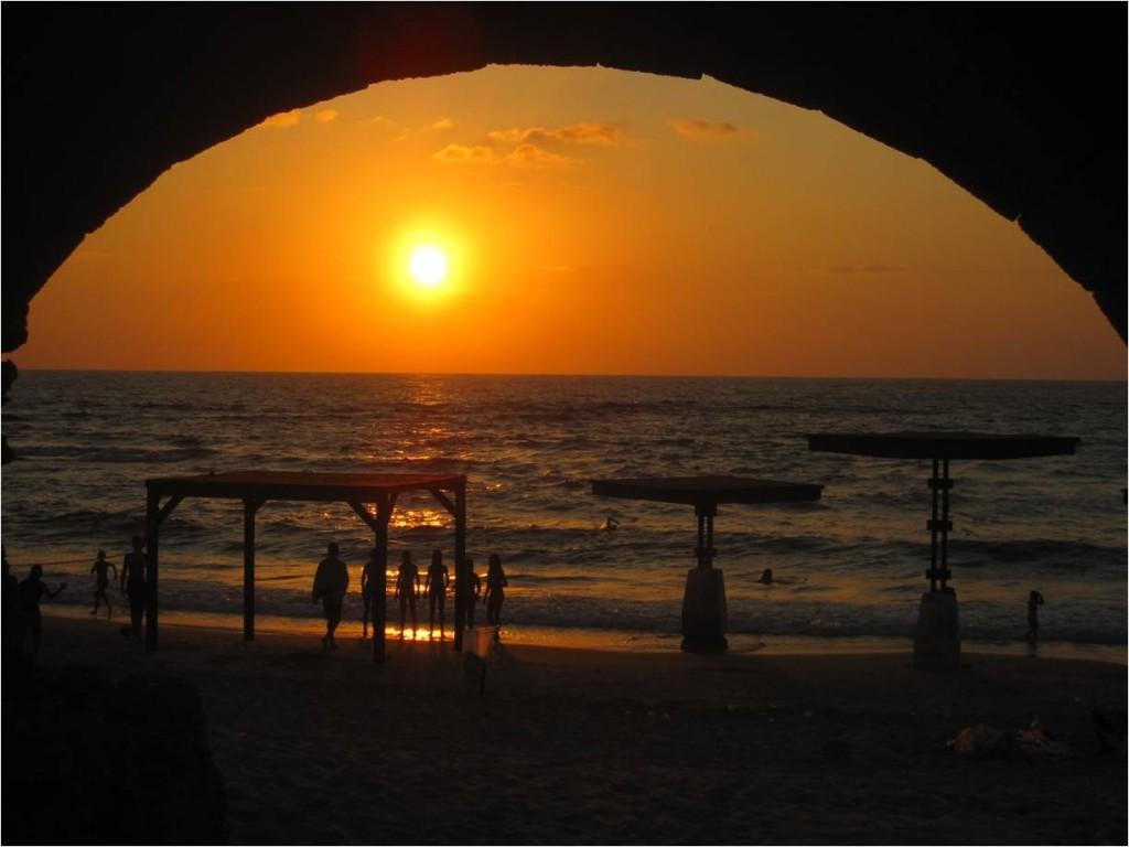 Coucher de soleil à Caesaria. Aujour'hui Israël est en paix avec ses voisins. Mais pour combien de temps?