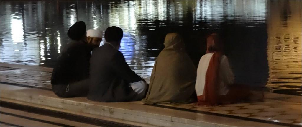 Inde Amritsar pèlerins de nuit temple d'or