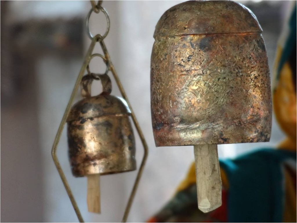 Inde Kutch Copper Bell 2