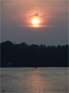 Inde Backwaters coucher soleil bateau touristique