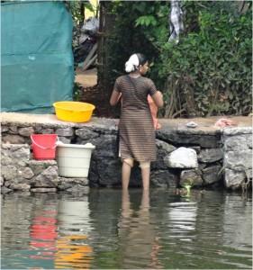 Inde Backwaters villageois houseboat ou bateau touristique1