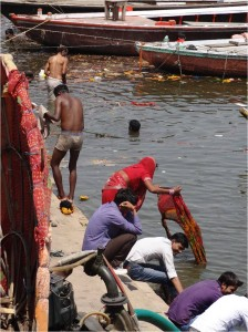 Inde Varanasi laver linge1