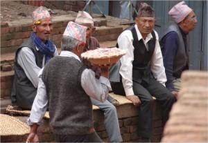 Népal Bakhtapur groupe de vieux