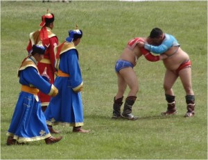 Mongolie Oulan-Bator Naadam lutteurs