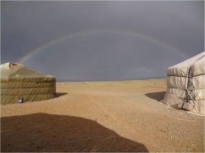 Mongolie désert Gobi arc en ciel