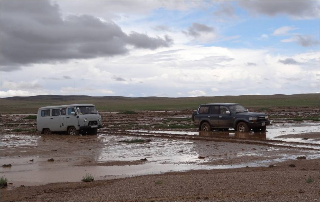Mongolie désert Gobi vans embourbés